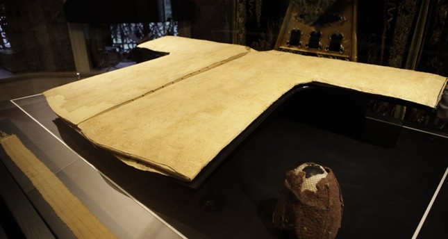 The Hırka-i Şerif, Prophet Muhammad's cloak, that was entrusted with Owais al-Qarani upon Muhammad's request being displayed in a glass box.