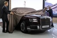 بوتين يعرض سيارته الرئاسية الفخمة الجديدة في موسكو