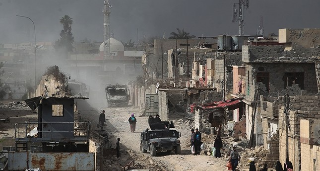 Iraqi families leave Mosul's Nablus neighborhood on March 12, 2017, during an offensive by security forces to retake the western parts of the city from Daesh terrorists. (AFP Photo)