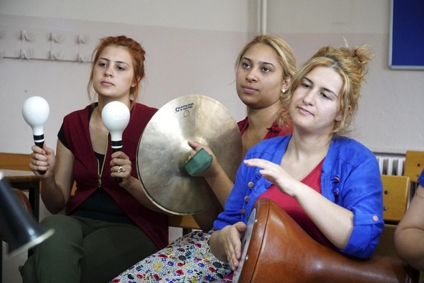 Roma Women Form Band Introduce Cultural Music To Turkey Daily Sabah