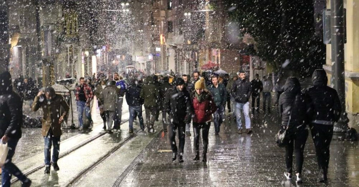 Sleet and snowfall is expected in Istanbul Thursday. (Photo by Muhammed Enes Y?ld?r?m)