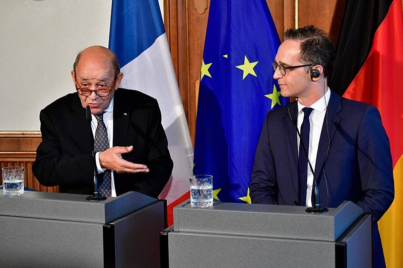 French Foreign Minister Jean-Yves Le Drian (L) and his German counterpart Heiko Maas attend a joint press conference prior a meeting to discuss the EU, common defence policy and international issues on May 7, 2018 in Berlin. (AFP Photo)