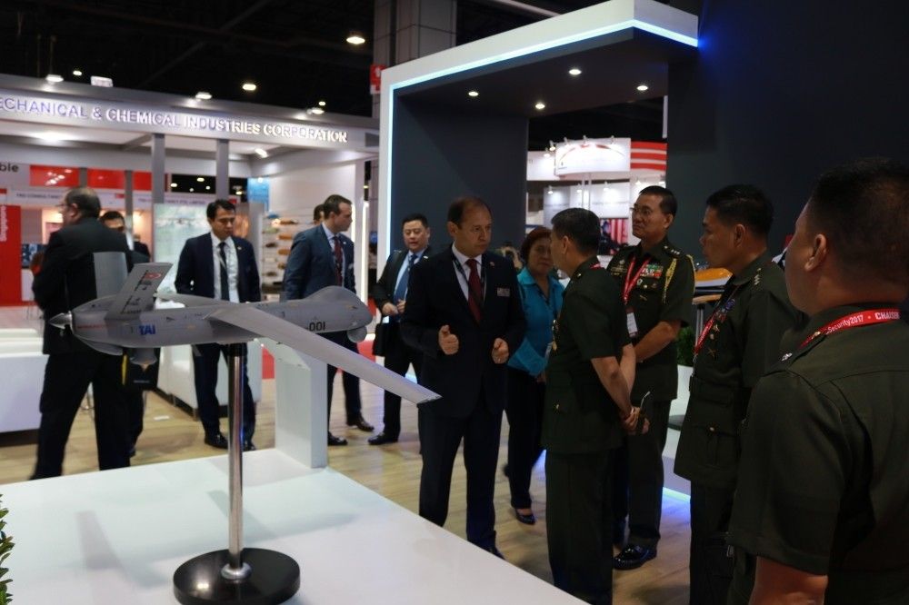 TAI officials explain Turkish defense products to the authorities from ASEAN countries at the Thailand Defense and Security Fair, Bangkok, Nov. 7.