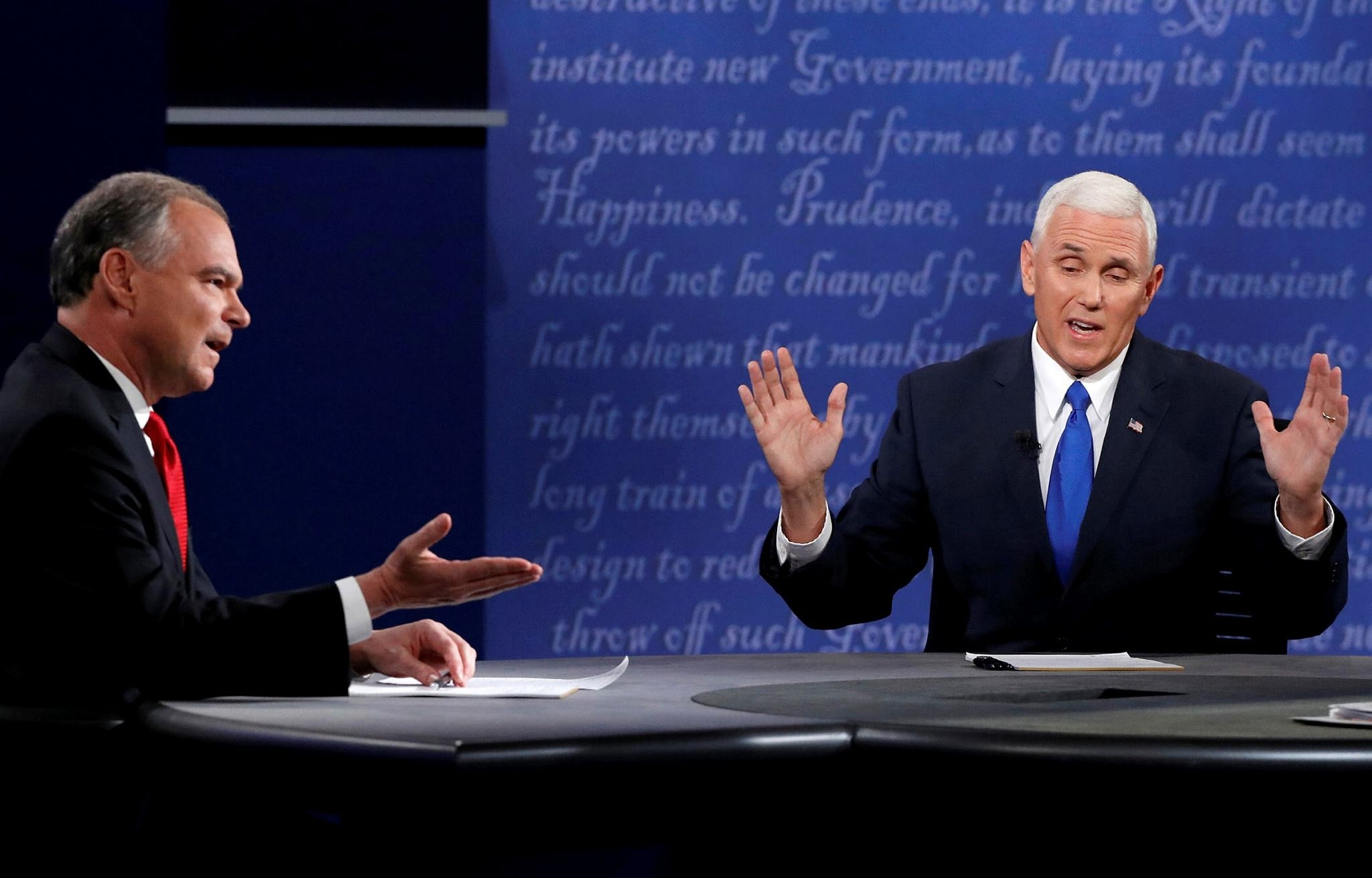 Tim Kaine (L) and Republican Mike Pence discuss an issue during their vice presidential debate at Longwood University in Farmville, Virginia, U.S. on October 4, 2016. (REUTERS Photo)