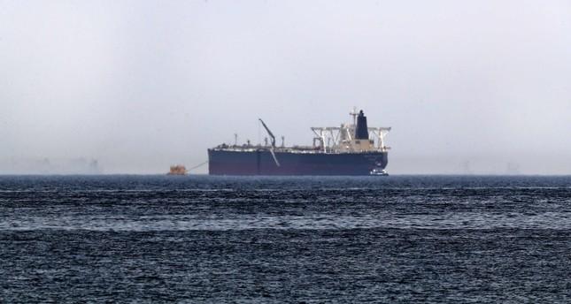 ناقلة البترول السعودية أمجاد التي تعرضت لأضرار نتيجة أعمال تخريبية قرب ميناء الفجيرة  (وكالة الأنباء الفرنسية)