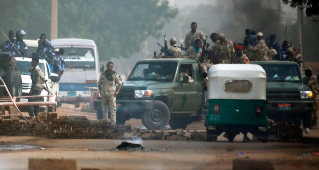 Sudanese forces are deployed around army headquarters as they try to disperse a sit-in protest in Khartoum, Sudan, June 3, 2019. (AFP Photo)