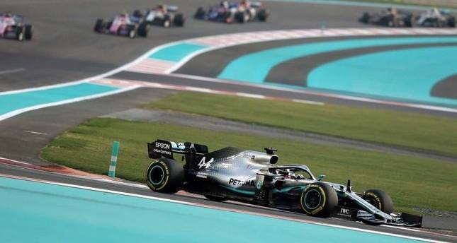 Lewis Hamilton (front), leads to win, during the Abu Dhabi Formula 1 Grand Prix 2019, Abu Dhabi, Dec. 1, 2019. (EPA Photo)