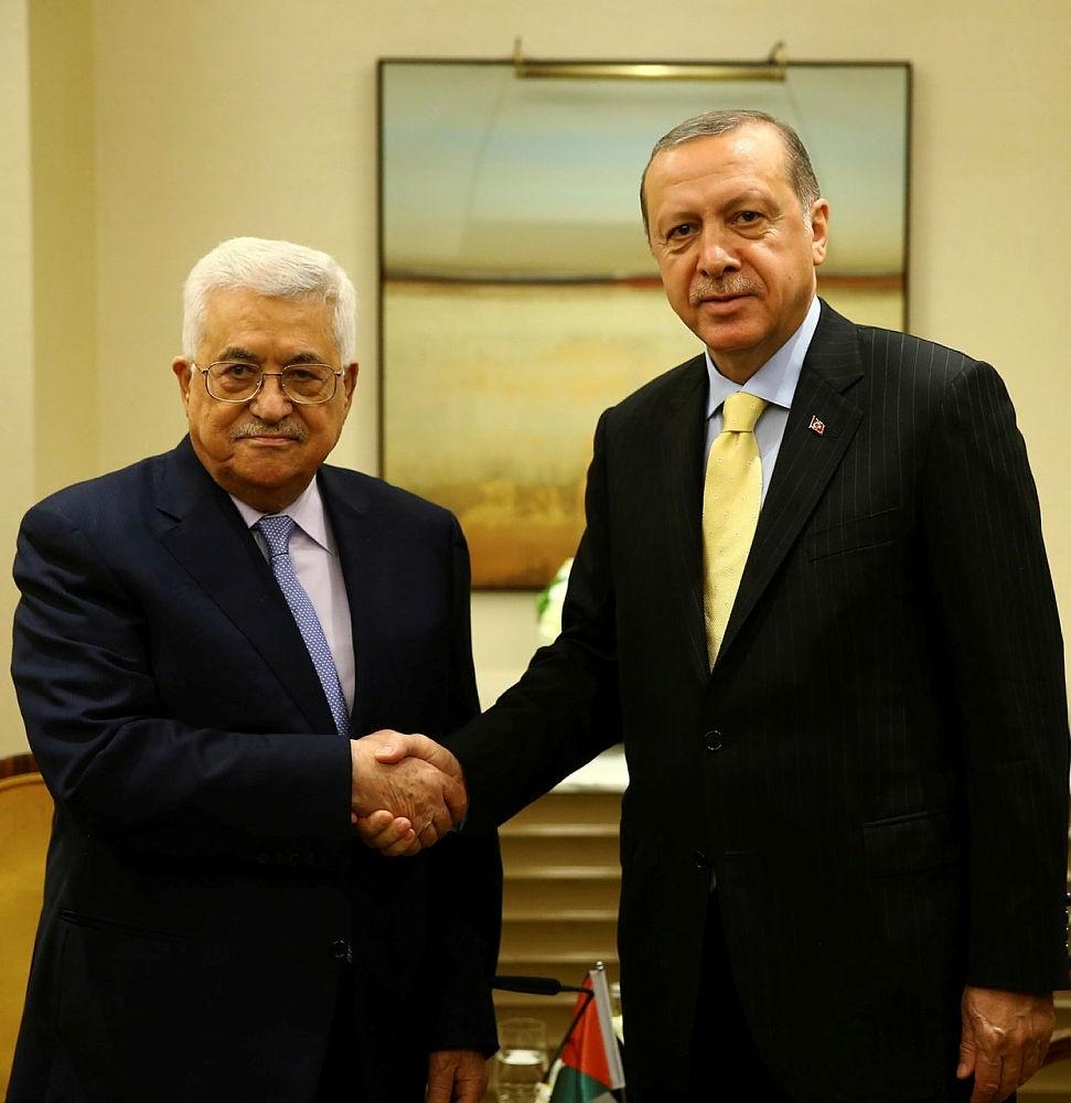 President Recep Tayyip Erdou011fan (R) shakes hands with his Palestinian counterpart Mahmoud Abbas, New York, NY, U.S., Sept. 22, 2017. (u0130HA Photo)